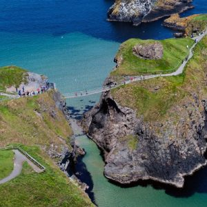 carrick-a-rede rope bridge connecting islands