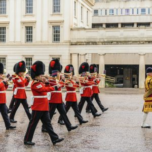changing of the guards ceremony in london