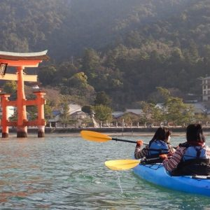 people kayaking in hiroshima near Itsukushima Shrine