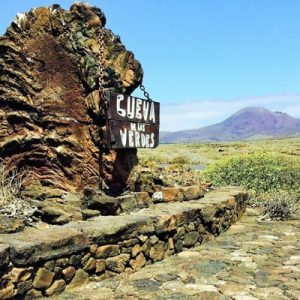 natural landscapes near cueva de los verdes sign