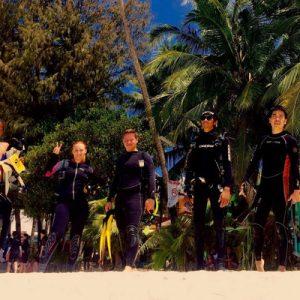scuba divers in boracay
