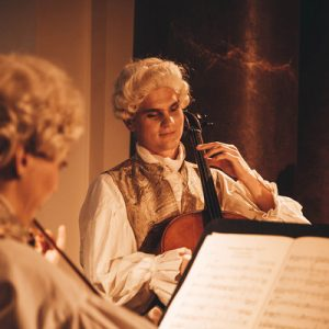 musician in baroque clothing in charlottenburg palace
