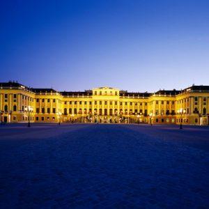 schonbrunn palace at night