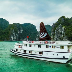 bhaya cruise along ha long bay