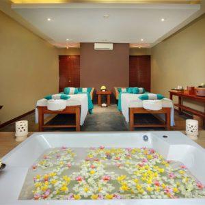 spa room with bath tub at visala spa