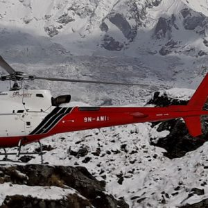 helicopter in mt everest