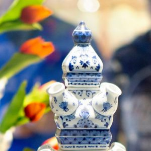 vase by delft blue