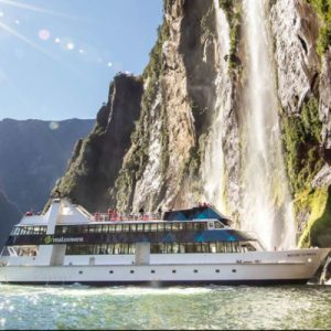 Milford Sound Day Tour from Queenstown with Cruise and Light Aircraft Ride