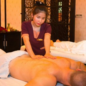 couple getting a massage at Ganila Hotel
