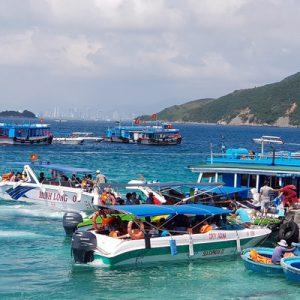 boats on nha trang bay