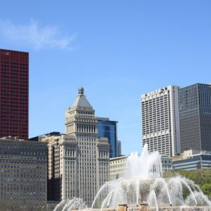 Buckingham Fountain in Chicago with many buildings in the background