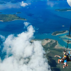 skydiving airlie beach
