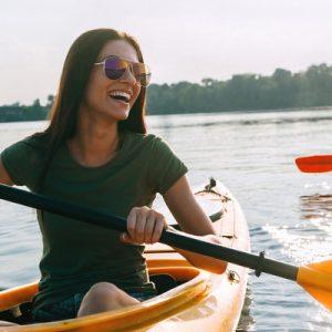 two women kayaking in mangrove abu dhabi