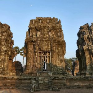 phnom krom temple private tour by tuk tuk siem reap cambodia