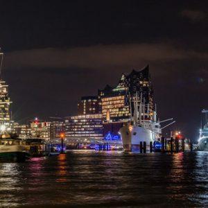 hamburg port at night