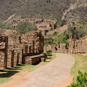 Trail leading to Bhangarh Fort