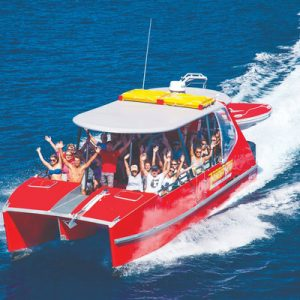 boat tour group in whitsundays