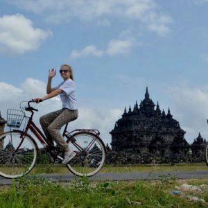 Tourists visit Plaosan temple
