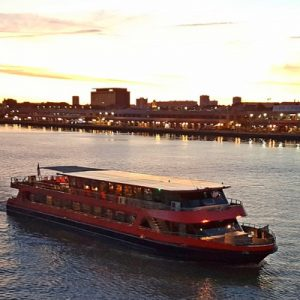Garonne River Dinner Cruise in Bordeaux