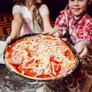 pizza making naples