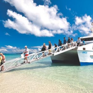 圣灵群岛往返交通渡轮
