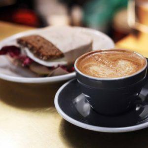 咖啡和面包
