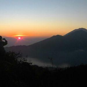 巴杜尔火山日出登山徒步