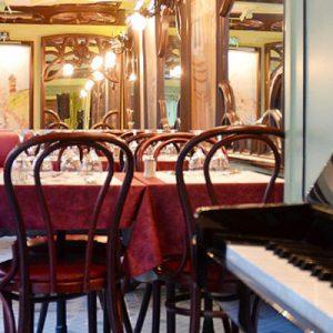 经典巴黎餐馆La Cremaillère