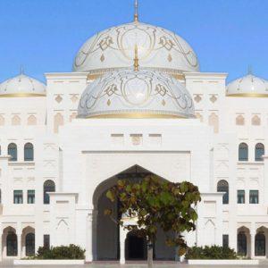 qasr al watan宫殿日间的外观