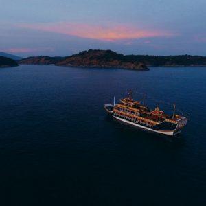 普吉岛龙船落日晚餐
