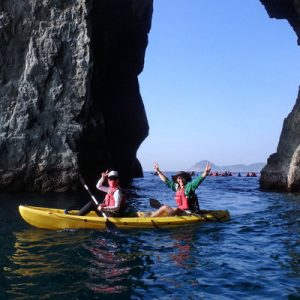 东澳独木舟海蚀洞秘境探险