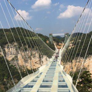 张家界大峡谷玻璃吊桥